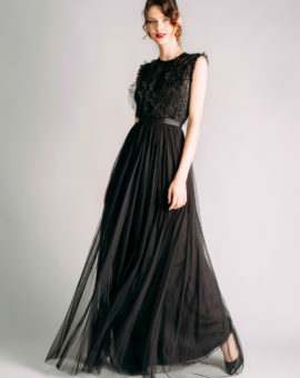 Needle and Thread Embellished Gown with Frill Details rörelse
